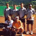 Stehend von links: Lercher Günter, Durigon Wilhelm, Michael Grabmaier, Mannschaftsführer Bernd Ischowitsch; Hockend: Aitner Herbert, Klingsbigel Christopher