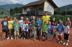 Übungsleiter Harald Kreuzthaler mit einigen seiner SchülerInnen.